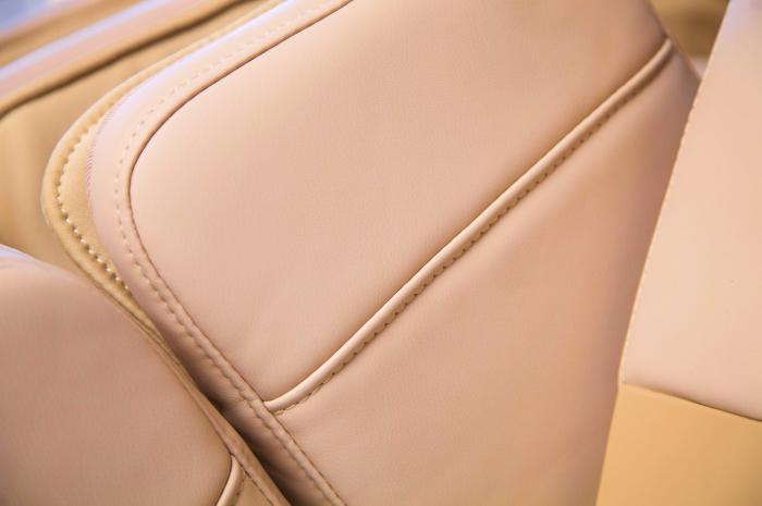 Массажное кресло Gess Rolfing White (Бежевое)